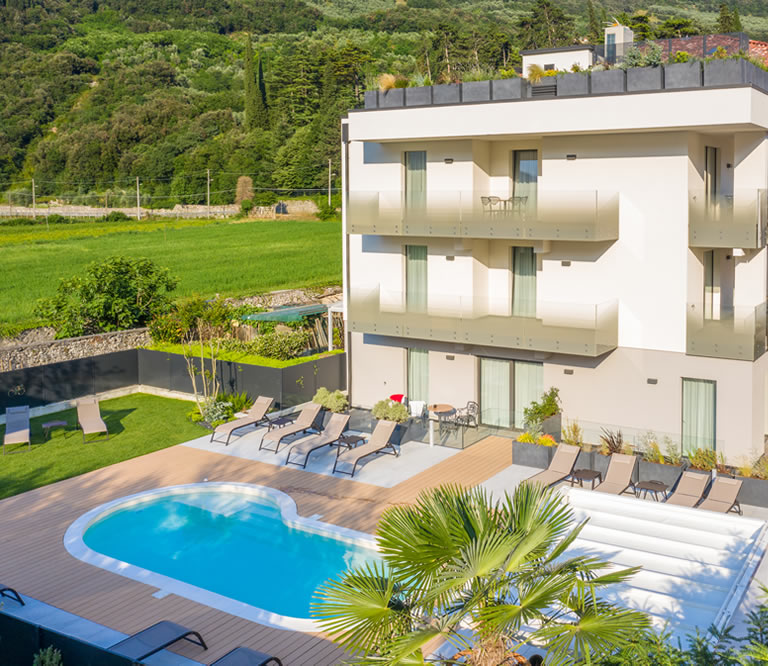 Country Lake Apartments: Maffei Apartments Riva Del Garda